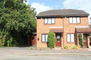2 Bedrooms Semi Detached House for sale in Haig Gardens, Gravesend, Kent