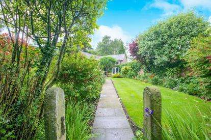 4 Bedrooms Detached House for sale in Oak Road, Mottram St. Andrew, Macclesfield, Cheshire