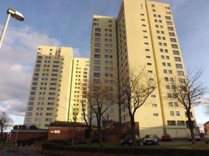 3 Bedrooms Flat for sale in Sandown Court, Preston, Lancashire