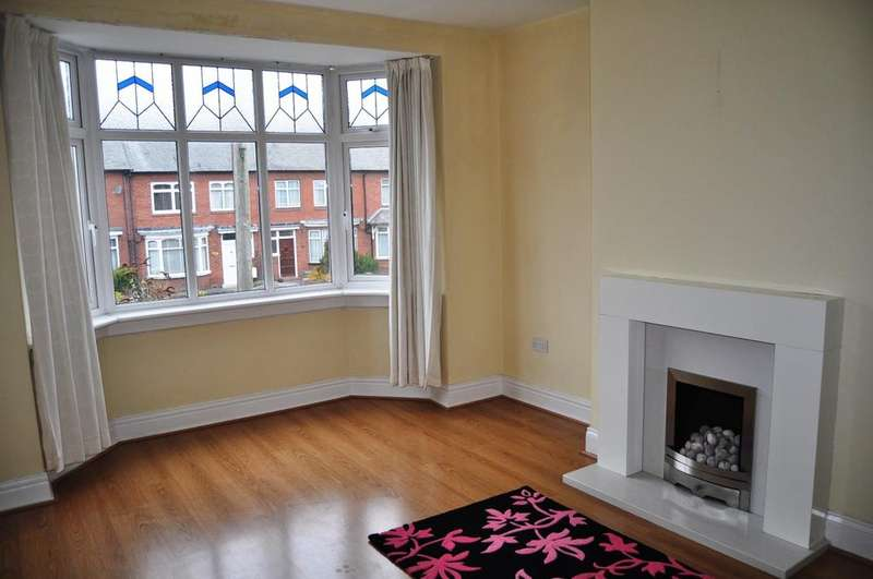 2 Bedrooms Flat for rent in Mitford Gardens, Gosforth, Newcastle Upon Tyne