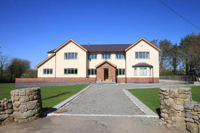 4 Bedrooms Detached House for sale in The Drive, Malltraeth