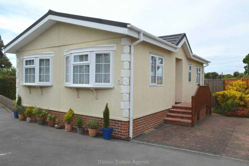2 Bedrooms Bungalow for sale in Stokes Bay Home Park, Alverstoke