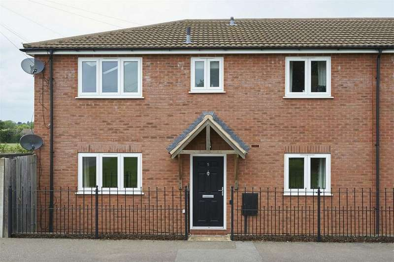 2 Bedrooms Flat for sale in Lenthall Square, Market Harborough, Leicestershire