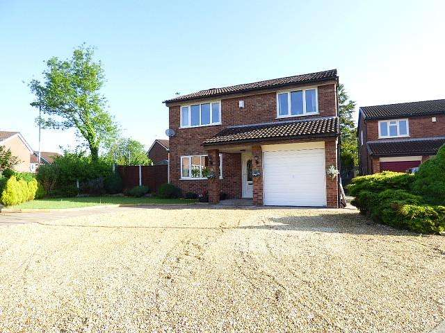4 Bedrooms Detached House for sale in Jay Close, Birchwood, Warrington