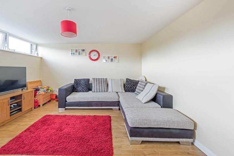 2 Bedrooms Maisonette Flat for sale in Miswell Lane, Tring