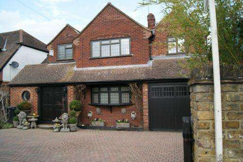 4 Bedrooms Detached House for sale in Burnham Lane, Burnham