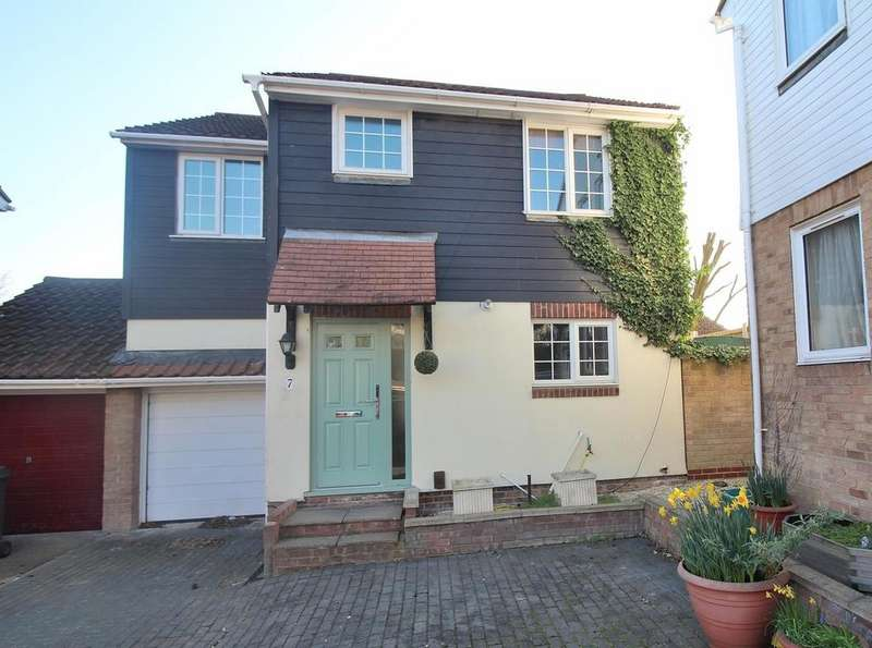 4 Bedrooms Link Detached House for sale in Hartley Close, Chelmsford, Essex, CM2