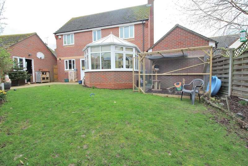3 Bedrooms Detached House for sale in Samuel Manor, Springfield, Chelmsford, Essex, CM2