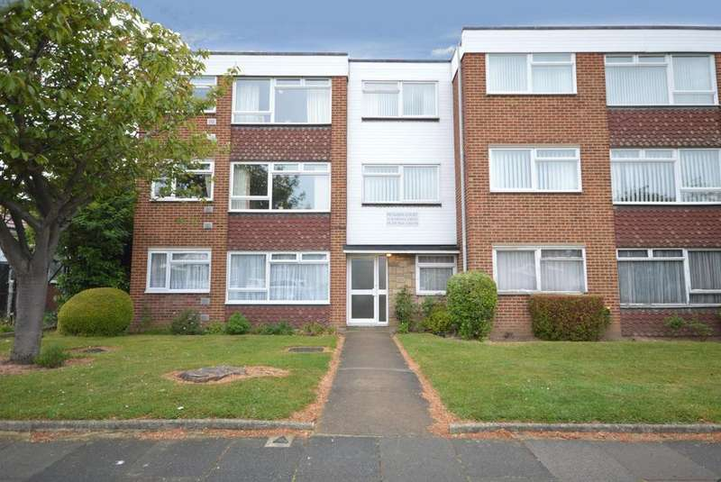 2 Bedrooms Ground Flat for sale in Petands Court, Randall Drive, Hornchurch, Essex, RM12