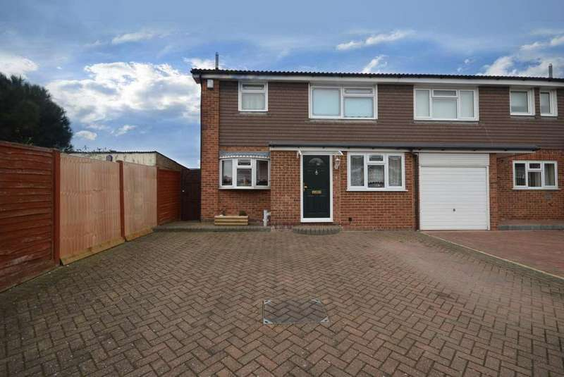 4 Bedrooms Semi Detached House for sale in Chevington Way, Hornchurch, Essex, RM12
