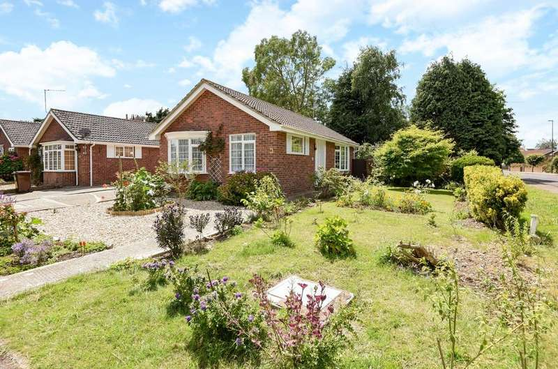 2 Bedrooms Detached Bungalow for sale in Cottage Close, Rose Green, Bognor Regis, PO21