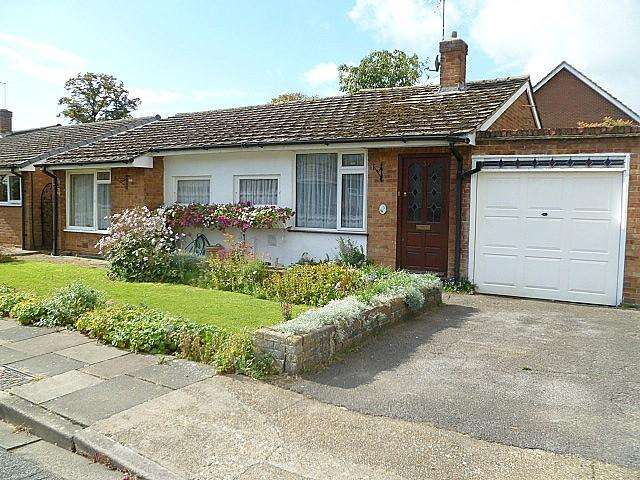 3 Bedrooms House for sale in Albain Crescent, Ashford, TW15