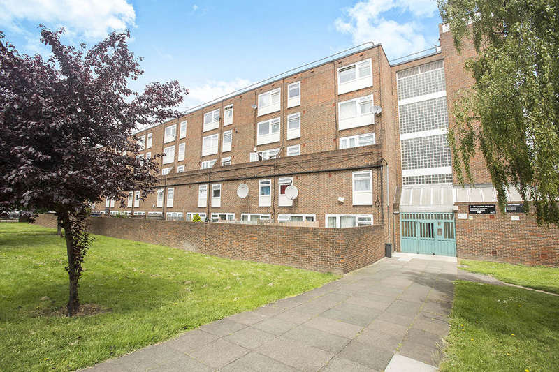2 Bedrooms Flat for sale in Plumstead High Street, Plumstead , London, SE18