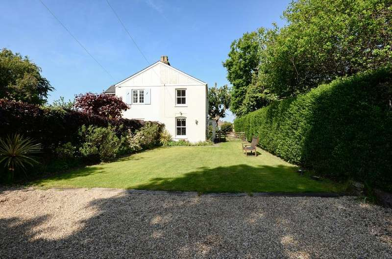 2 Bedrooms Semi Detached House for sale in Park Crescent, Emsworth, PO10