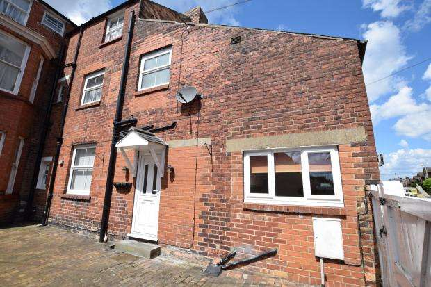 2 Bedrooms Cottage House for sale in Belvedere Place, Scarborough, North Yorkshire YO11 2QX