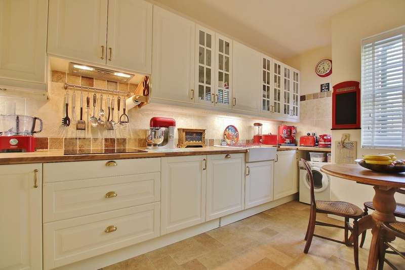 2 Bedrooms Apartment Flat for sale in High Street, Winchester