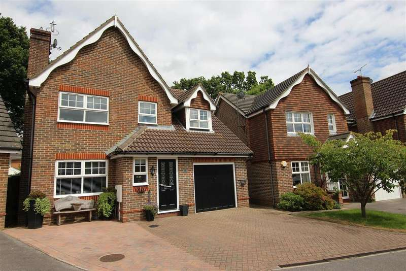 4 Bedrooms Detached House for sale in The Oaks, Burgess Hill