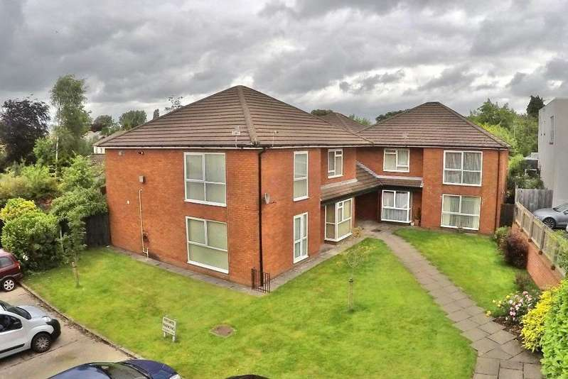 2 Bedrooms Ground Flat for sale in Sandwick Court, Cyncoed, Cardiff