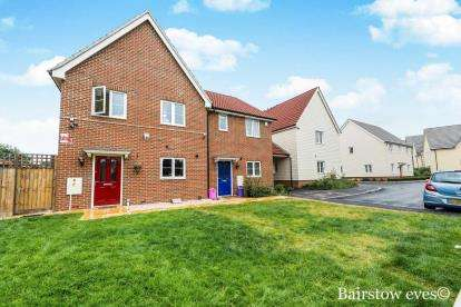 2 Bedrooms Semi Detached House for sale in Harold Hill, Romford, Essex