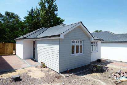2 Bedrooms Bungalow for sale in Canford Heath, Poole, Dorset