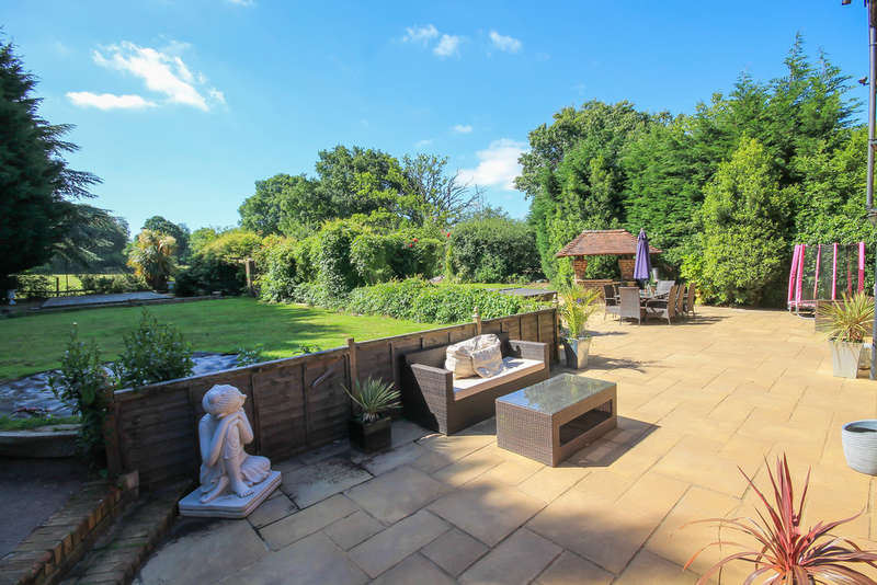4 Bedrooms House for sale in Woodcock Hill, Felbridge