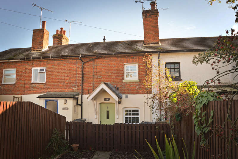 2 Bedrooms Terraced House for sale in Station Road, Burnham-on-Crouch