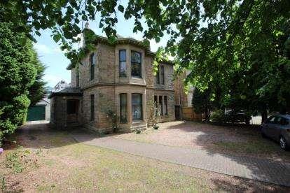 3 Bedrooms Flat for sale in Wellside Place, Falkirk