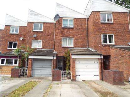 3 Bedrooms Terraced House for sale in Huntington Close, Redditch, Worcestershire