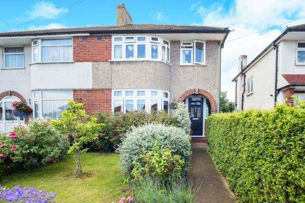 3 Bedrooms Semi Detached House for sale in Chessington, Surrey, England
