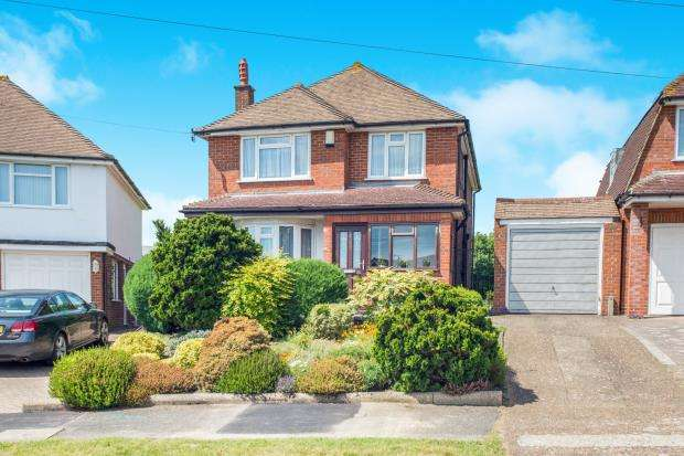3 Bedrooms Detached House for sale in Ewell, Surrey, England