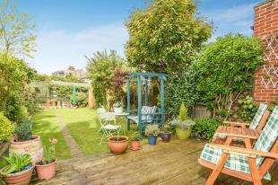 4 Bedrooms Terraced House for sale in Meadow Road, Gravesend, Kent