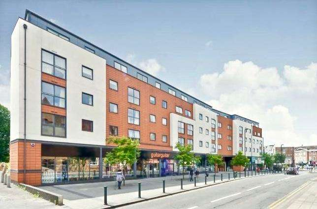 1 Bedroom Serviced Apartments Flat for rent in *SHORT TERM SERVICED ACCOMODATION*, Capitol Square, Epsom, Surrey, KT17 4NR