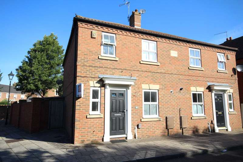 3 Bedrooms Semi Detached House for sale in Woodmans Croft, Fairford Leys