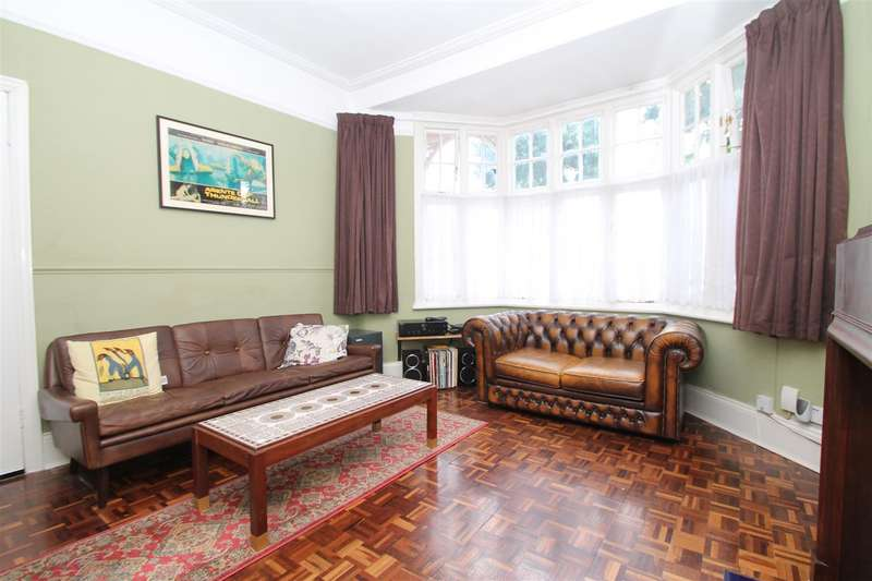 1 Bedroom Property for sale in New River Crescent, Palmers Green, London N13 5RJ