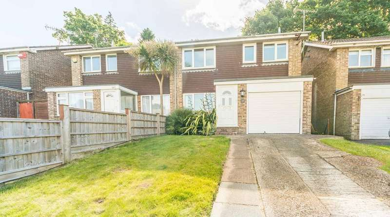 3 Bedrooms Semi Detached House for sale in Pineview Close, Bursledon SO31