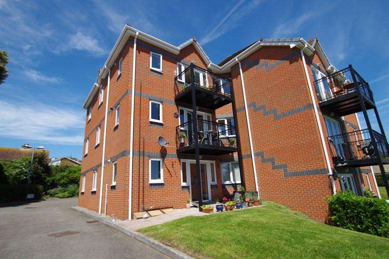 2 Bedrooms Flat for sale in Maudlin Drive, Teignmouth
