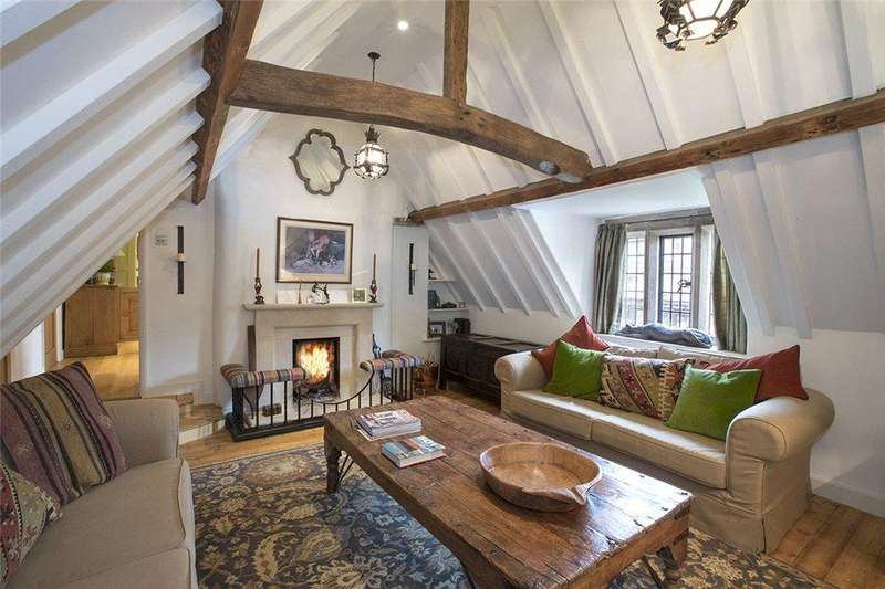 2 Bedrooms Flat for sale in High Street, Broadway, Worcestershire, WR12