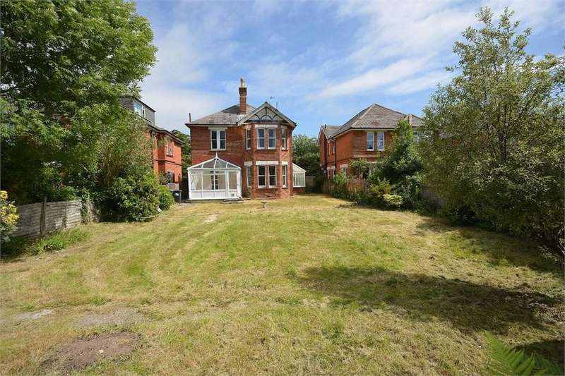 4 Bedrooms Detached House for sale in East Common, Bournemouth, Dorset