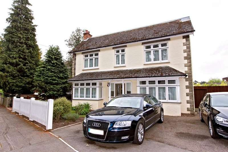 3 Bedrooms Detached House for sale in Redhill Drive, Redhill