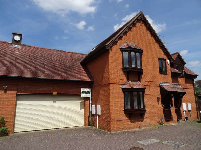 2 Bedrooms Apartment Flat for sale in COURT HOUSE MEWS, NEWPORT PAGNELL