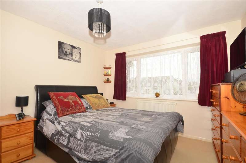 4 Bedrooms Semi Detached House for sale in St. James Avenue, Ramsgate, Kent