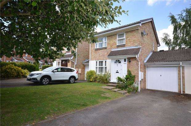 3 Bedrooms Link Detached House for sale in Hombrook Drive, Bracknell, Berkshire