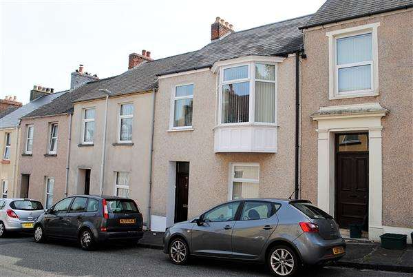 3 Bedrooms Terraced House for sale in 91 Gwyther Street