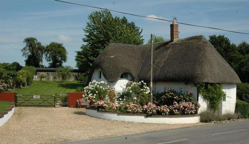 3 Bedrooms Cottage House for sale in Redenham, Andover