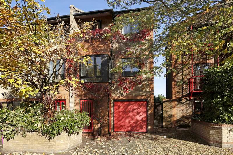 3 Bedrooms Semi Detached House for sale in Caledonian Wharf, London, E14