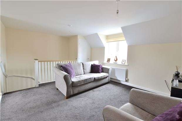 2 Bedrooms Flat for sale in Robinswood Close, Brockworth, Gloucester, GL3 4GS