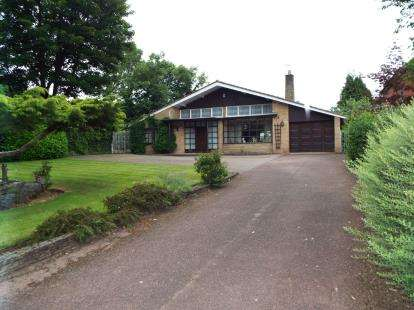 3 Bedrooms Bungalow for sale in New Penkridge Road, Cannock, Staffordshire