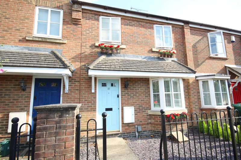 3 Bedrooms Terraced House for sale in Woodmans Croft, Fairford Leys
