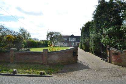 5 Bedrooms Detached House for sale in Rettendon Common, Chelmsford, Essex