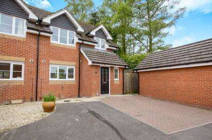 3 Bedrooms Semi Detached House for sale in Rosslyn Close, North Baddesley, Southampton